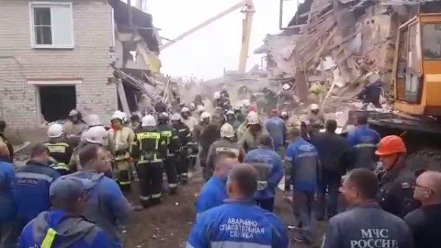Жилой дом обрушился после взрыва газа в Липецкой области