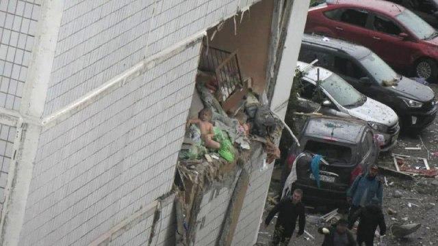 Ребенок на развалинах дома в Ногинске