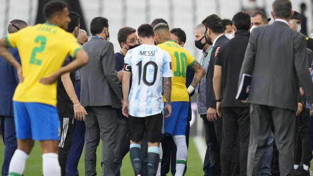 Полиция прервала матч между Бразилией и Аргентиной