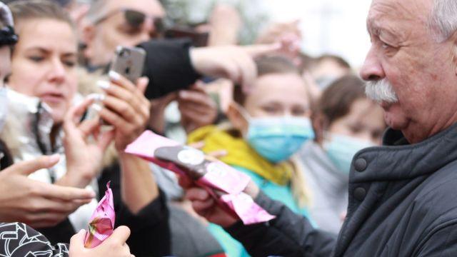 Толпа едва не затоптала Леонида Якубовича в Туле