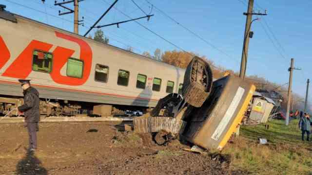 Пассажирский поезд протаранил «КамАЗ» в Пензенской области